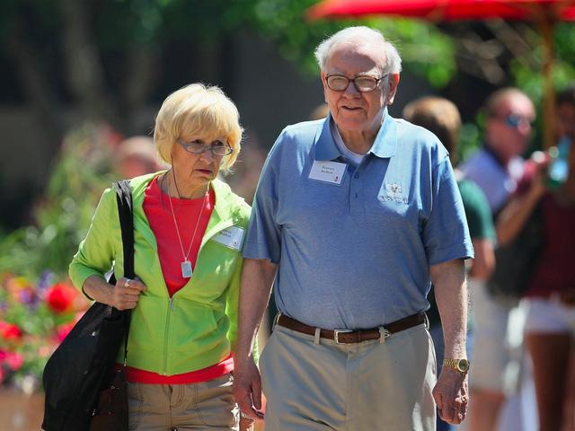 Năm 2006, vào sinh nhật lần thứ 76, Buffett kết hôn với Astrid. Họ có một đám cưới khá giản dị.