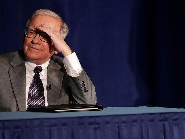 Theo tạp chí Time, vợ chồng Buffett rất hợp nhau nhưng mối quan hệ của họ lại gặp trục trặc bởi thói nghiện công việc của Buffett.
