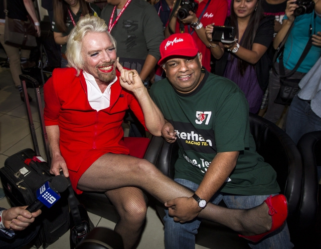 Nhà sáng lập Richard Branson của hãng hàng không giá rẻ Virgin Airlines và tỷ phú Tony Fernandes.