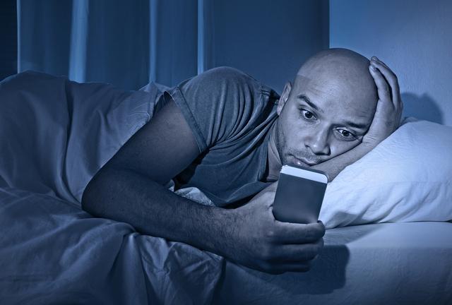 9 giờ tối vẫn còn xem phim, karaoke hay nhậu nhẹt... Nhiều người đang âm thầm tàn phá sức khỏe ngay từ trẻ mà không hay biết! - Ảnh 1.