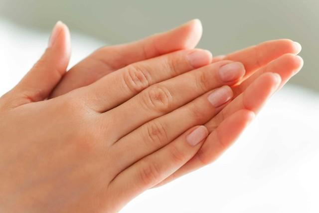 Nhìn tay đoán bệnh bằng 6 dấu hiệu khoa học: Sức nắm tay báo hiệu bệnh tim, vân tay tiết lộ bệnh huyết áp...  - Ảnh 2.