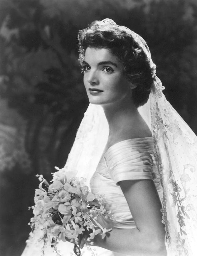 Cô dâu Jacqueline Kenedy trong ngày cưới.