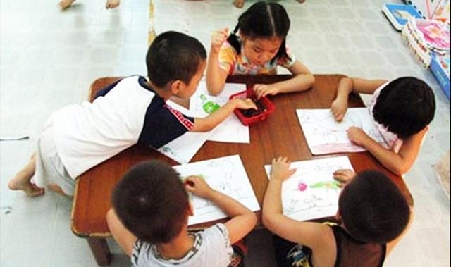 Đừng chỉ chăm chăm con ngoan trò giỏi, bố mẹ Việt hãy dạy con 5 bài học tối thiểu này để chúng đứng vững trong trường đời sau này - Ảnh 1.
