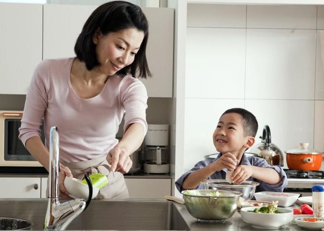 Nghiên cứu kéo dài suốt 75 năm: Muốn con lớn lên thành công, bố mẹ hãy cho trẻ làm việc nhà từ khi còn nhỏ - Ảnh 1.