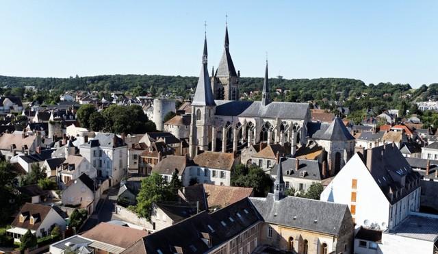 Thị trấn Dourdan – Nay trở thành một địa điểm du lịch tại Pháp