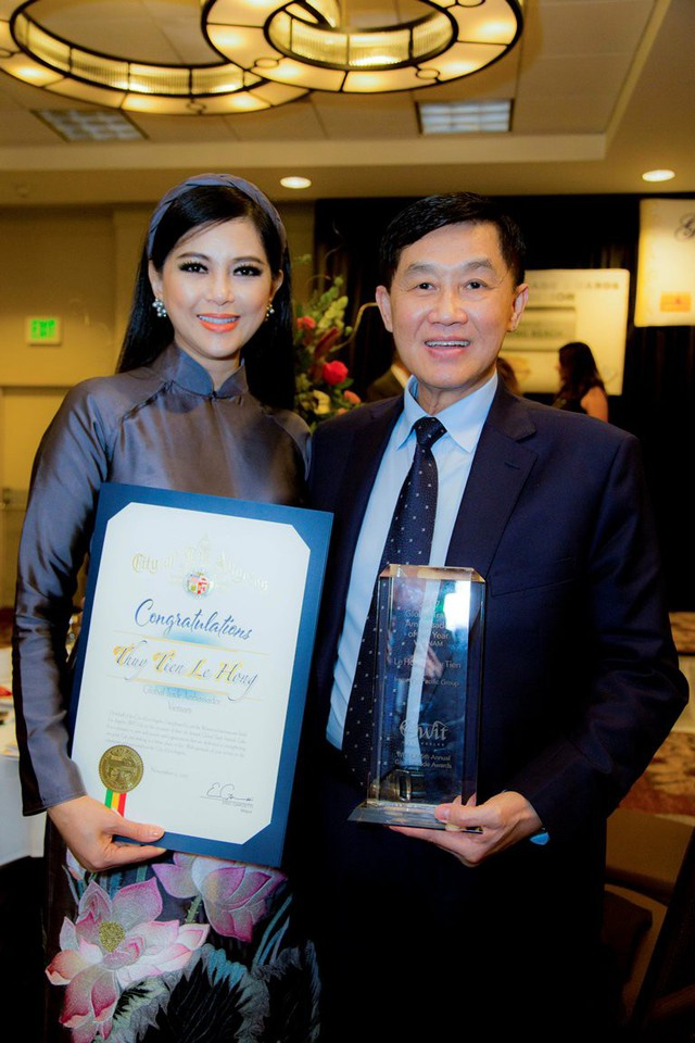 Doanh nhân Thủy Tiên được trao tặng Đại sứ thương mại toàn cầu - Los Angeles - Ảnh 2.