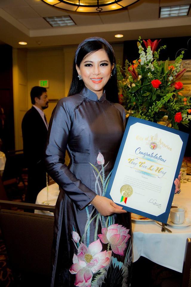 Doanh nhân Thủy Tiên được trao tặng Đại sứ thương mại toàn cầu - Los Angeles - Ảnh 1.