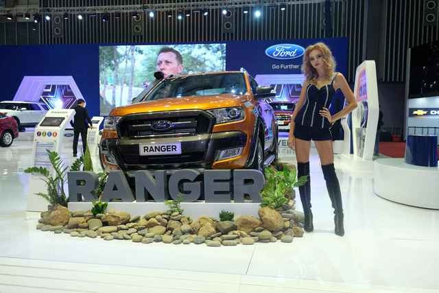 """Chiếc bán tải luôn dẫn đầu Ford Ranger – đại diện cho tinh thần mạnh mẽ """"Built Ford Tough"""", bởi khả năng chịu tải nặng, vận hành mạnh mẽ và chinh phục địa hình khó, giúp giải quyết công việc ở bất cứ đâu."""