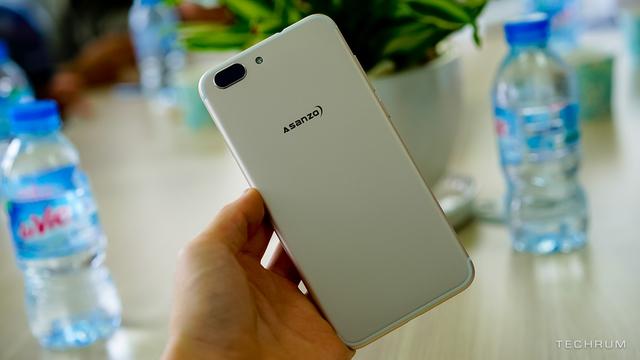 Vượt mặt BPhone 2, một thương hiệu điện thoại made in Vietnam khác đã kịp trình làng trước, thiết kế giống iPhone 7, giá dưới 5 triệu - Ảnh 1.