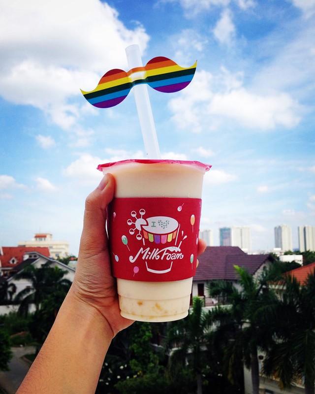 Các thương hiệu trà sữa dành khá nhiều đầu tư cho việc thiết kế cốc trà thật teen và dễ chia sẻ ảnh trên mạng xã hội như Instagram.