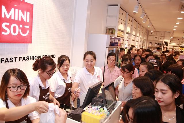 img20161215173803597 1508920269392 Lý giải sức hút của Miniso, Ilahui, Usupso... tại Việt Nam: 1 năm mở 100 cửa hàng, có shop thu về cả 100 triệu mỗi ngày