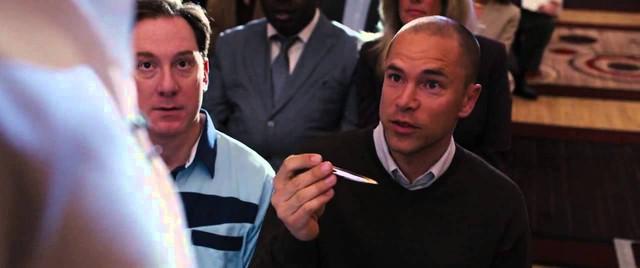 Trích đoạn trong phim khi mà những người làm sales được hỏi bắt đâu miêu tả chiếc bút này tuyệt vời như thế nào.