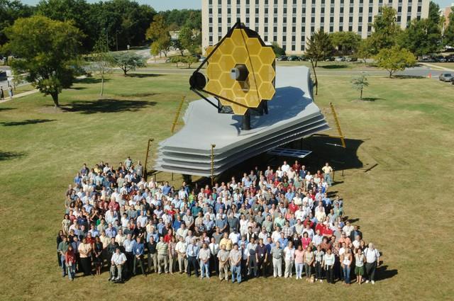 Nhóm phát triển kính viễn vọng không gian Webb James của Nasa.
