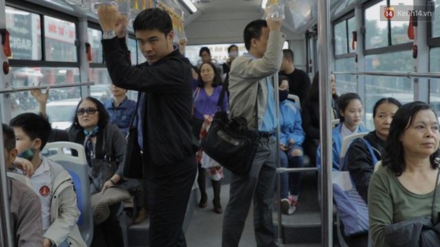 Nhiều hành khách háo hức trải nghiệm loại xe buýt này