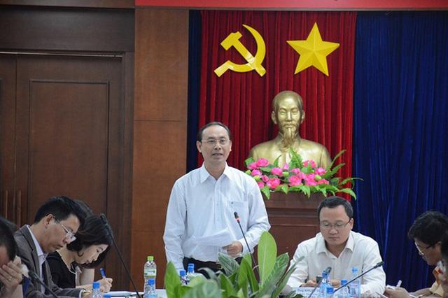 Thứ trưởng Lê Đình Thọ chỉ đạo tại buổi họp khắc phục giảm tải ùn tắc giao thông và nâng chất lượng phục vụ Tết Đinh Dậu 2017 tại sân bay Tân Sơn Nhất. Ảnh: Phước Tuần.