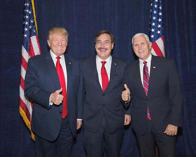 Tổng thống Mỹ mới đắc cử Donald Trump, ông Mike Lindell và Phó Tổng thống Mỹ mới đắc cử Mike Pence