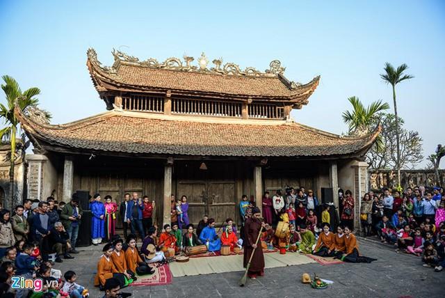Những người tham gia Tết Việt phần lớn là giới trẻ thành phố. Lần đầu tiên họ được trở thành người xứ Nam, xứ Đông, xứ Bắc, xứ Đoài, được tham gia, được xem, được nghe và được hiểu hơn về Tết Việt.