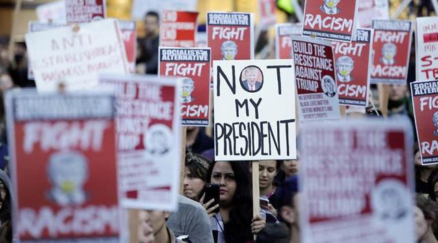 Người biểu tình phản đối Tổng thống Trump