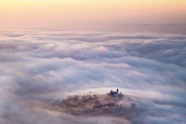 Mây huyền ảo. Bức ảnh được chụp ở vùng nông thôn Lovic Prekriski, Croatia.(Nguồn: NatGeo)