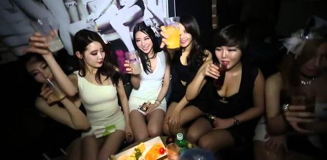 Sự thật về mại dâm Hàn Quốc: Chịu chơi nhất châu Á, thu nhập tối thiểu 200.000 USD/năm, đi làm bằng BMW, Mercedes - Ảnh 2.