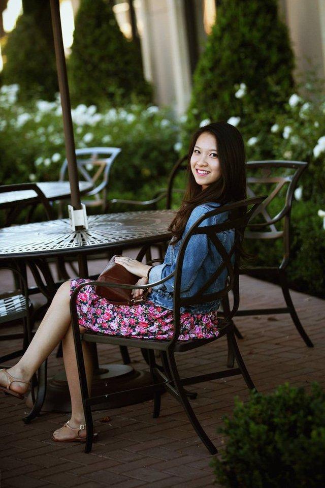 Nguyễn Thị Sao Ly sinh ra và lớn lên ở Đà Nẵng. Cô đi du học Mỹ từ năm 15 tuổi.