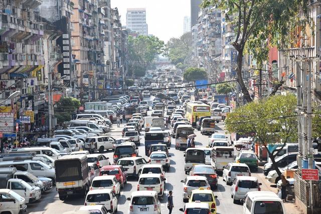 Học được gì từ chính sách cấm xe máy của Yangon và Quảng Châu? - Ảnh 2.