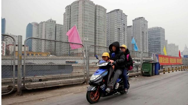 Học được gì từ chính sách cấm xe máy của Yangon và Quảng Châu? - Ảnh 3.