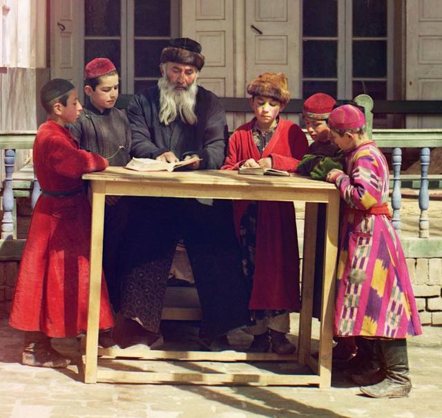 Cách người Do Thái dạy con quản lý tiền bạc bằng 5 chiếc lọ khiến ai ai cũng khâm phục - Ảnh 1.