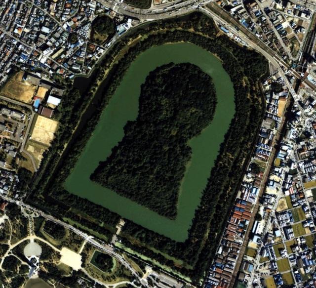 Các Kofun - hầm mổ cổ đại Nhật Bản mang hình dáng lỗ khóa.