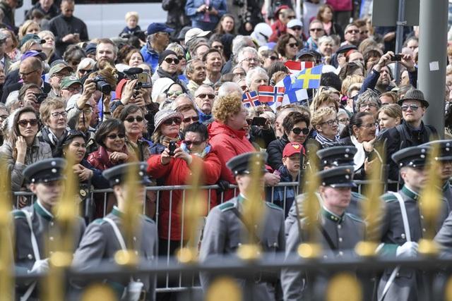 Khán giả đến xem lễ kỷ niệm mừng 100 ngày độc lập Phần Lan chủ yếu là những người trung niên và người già.