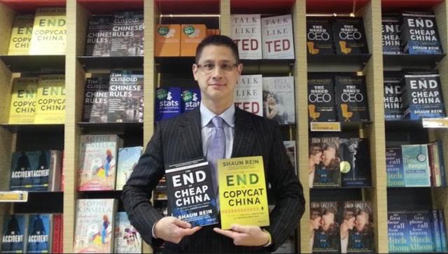 Tác giả Shaun Rein và hai cuốn sách Chấm dứt thời đại Trung Quốc giá rẻ và Chấm dứt thời đại Trung Quốc hàng nhái