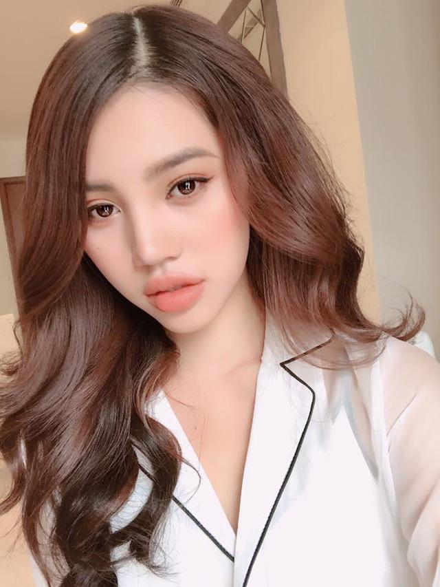 Cuộc sống ngập trong đồ hiệu, du lịch xa xỉ của Jolie Nguyễn - nàng hoa hậu trong hội con nhà giàu - Ảnh 1.