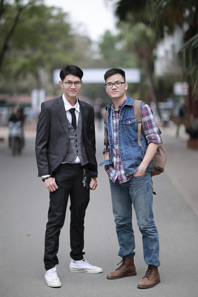 Bùi Trung Kiên (bên trái) cùng người bạn cộng sự của mình