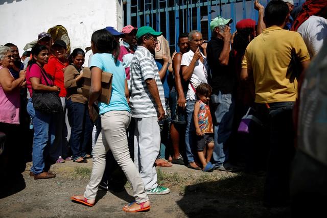 Vì sao nền kinh tế Venezuela đang ở trạng thái rơi tự do dù từng là quốc gia giàu có nhất Nam Mỹ? - Ảnh 2.