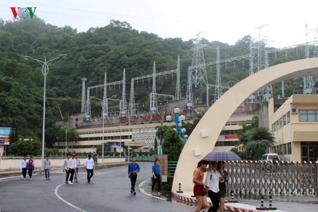 Những ngày qua, do mưa lũ ở thượng nguồn, mực nước các hồ Sơn La, Hòa Bình, Tuyên Quang đã vượt mực nước cho phép.