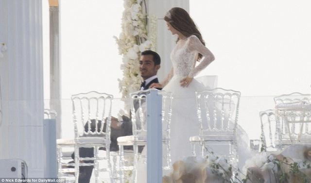 Cận cảnh đám cưới xa hoa ngút trời của con gái ông trùm địa ốc New York có giá 568 tỷ - Ảnh 1.