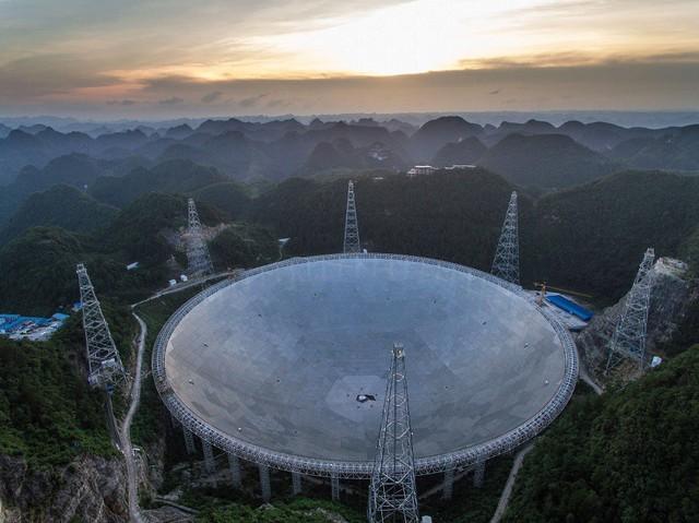 Chiếc kính viễn vọng lớn nhất thế giới - FAST