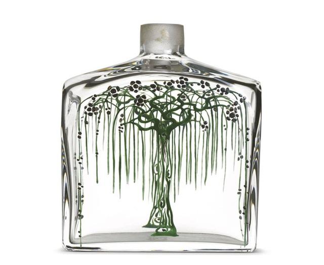 LArbre pleureur - chai nước hoa pha lê được vẽ màu bởi hoạ sĩ Camille Cless-Brothier đã được Vuitton mua lại vào năm 1922