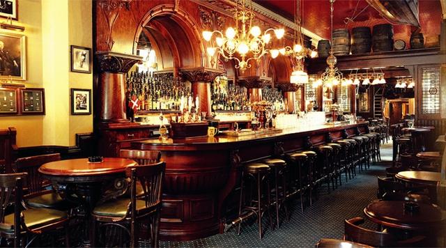 Gần 900.000 lao động Anh sắp thất nghiệp vì giới trẻ không chịu đến quán rượu - Ảnh 3.