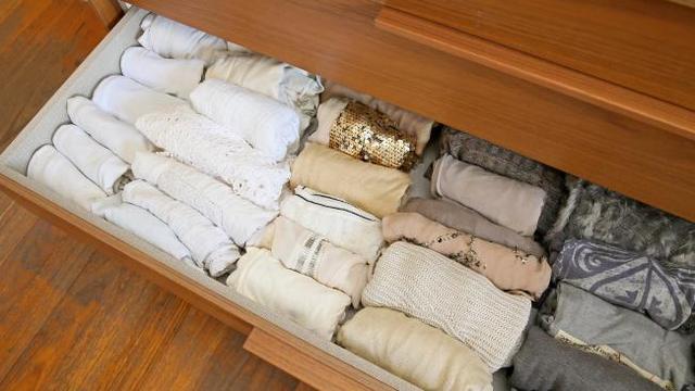 Đây là cách sắp xếp đồ trong ngăn kéo theo phương pháp sắp xếp đồ đạc tối giản KonMari.