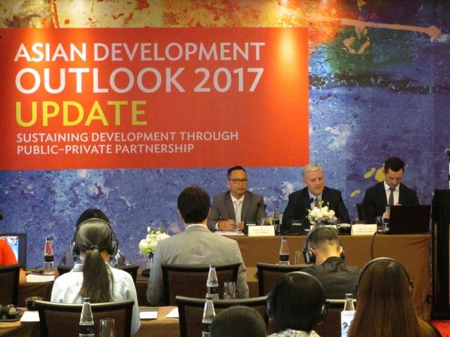 Chuyên gia kinh tế ADB: Mất khoảng 1 thập niên nữa để Việt Nam giảm bớt sự lệ thuộc vào vốn đầu tư nước ngoài - Ảnh 1.