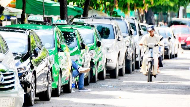 Ứng dụng đặt xe trong nước cạnh tranh với Uber và Grab ra sao? - Ảnh 1.