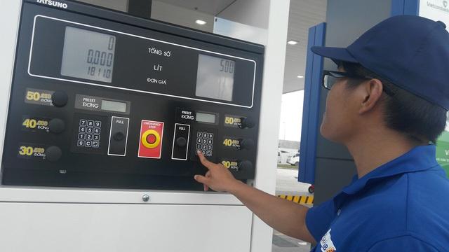 Đại gia ngoại nhảy vào, giá xăng dầu cạnh tranh hơn - Ảnh 1.