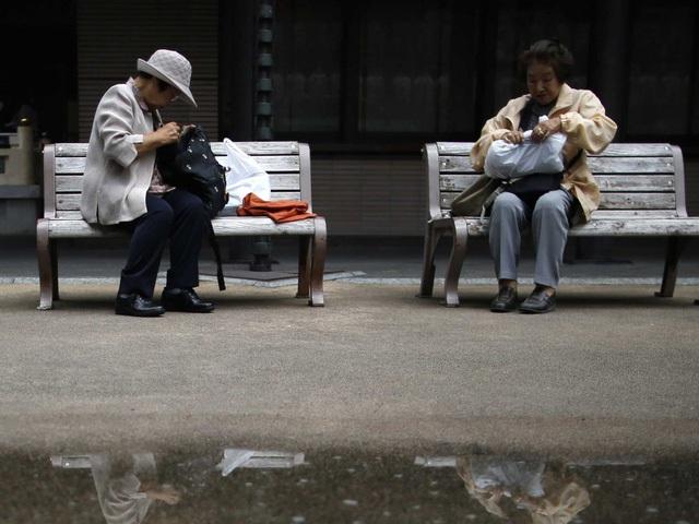 Ở Nhật Bản, tã dành cho người lớn bán chạy hơn cả tã trẻ em - Ảnh 1.