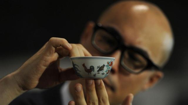 Một chiếc bát sứ nhỏ có thể được bán cả triệu đô: Điều gì làm nên mức giá ngất ngưởng của gốm sứ Trung Quốc - Ảnh 1.