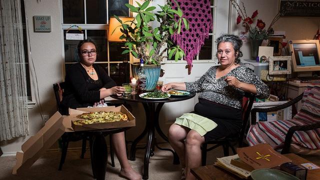 """Bữa ăn tối chuẩn """"văn hóa Mỹ"""" - câu chuyện từ những bức ảnh khiến nhiều người suy ngẫm - Ảnh 1."""