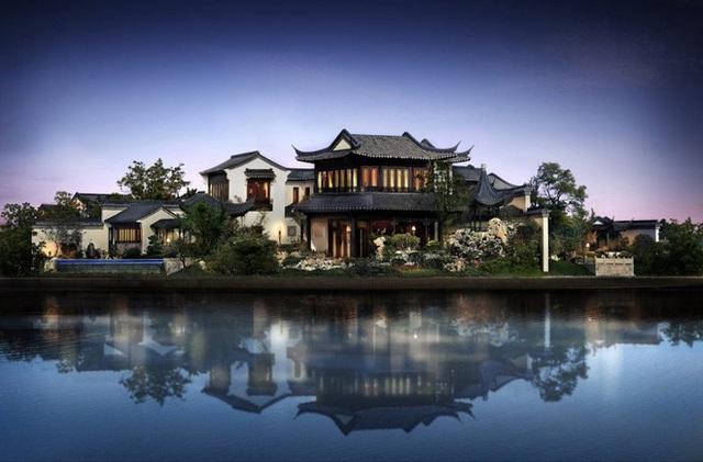 Đây là cái nhìn tổng quan về biệt viện của Jack Ma với diện tích khoảng 1.663 mẫu, được bao quanh bởi hồ Dushu.
