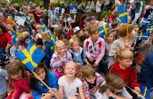 8 điều thú vị trong cách nuôi dạy con của cha mẹ Thụy Điển - Ảnh 1.