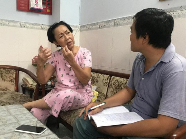 Bà Vương Ánh Tuyết mong mỏi phần mềm quản lý dân cư hoạt động trở lại. Ảnh Đình Du