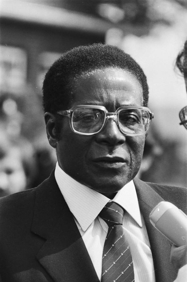 Đằng sau sự ra đi của người hùng Zimbabwe: Khi nhân dân nổi giận - Ảnh 1.